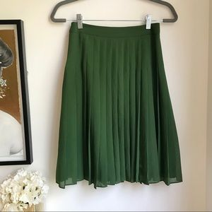 NWOT Ann Taylor green pleated skirt 00P